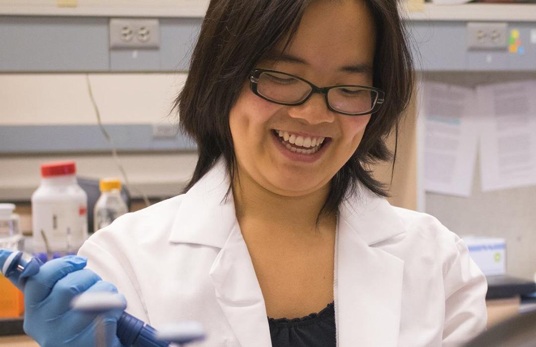 Trisha Chau working in Biochemistry lab
