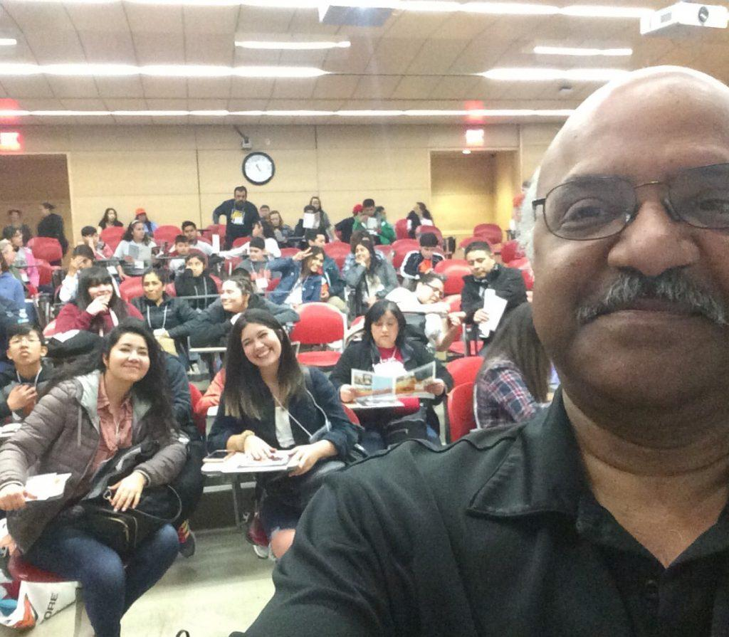 Sastry taking selfie with Juntos campers in lecture hall