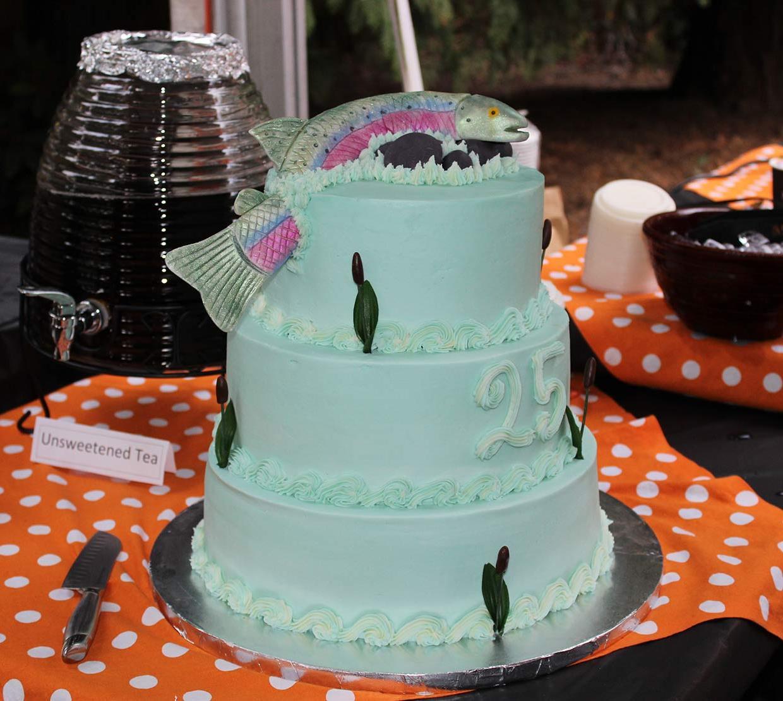 Salmon-decorated cake
