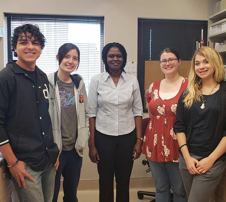 Image of Afua Nyarko's lab, featuring Diego Rodriguez, Kathy Kwok, Afua Nyarko, Kasie Baker and Amber Vogel
