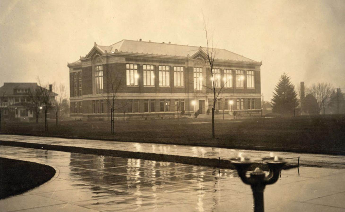 Old film photo of Kidder Hall in 1919
