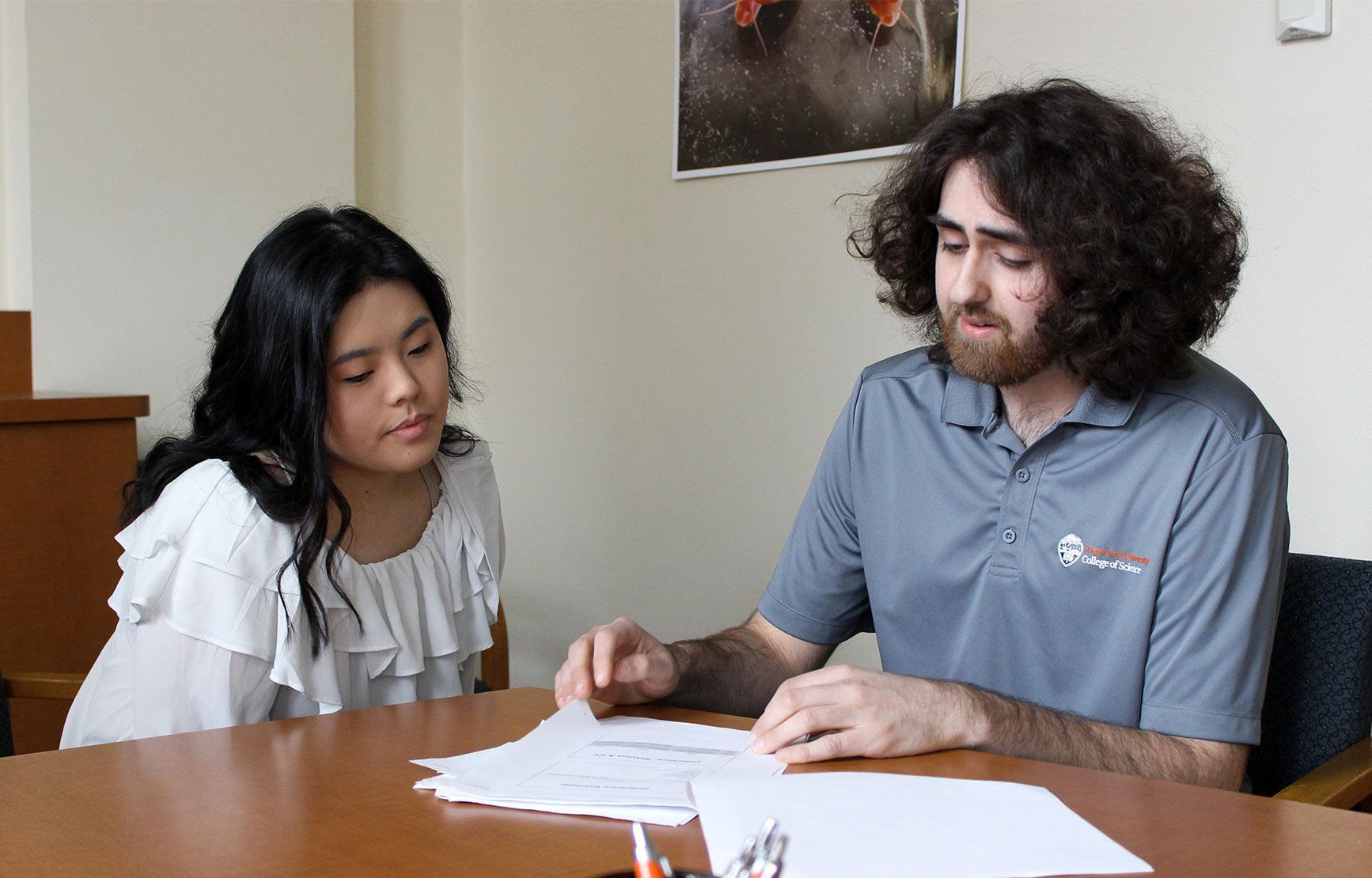 Steve Dobrioglio tutoring a female student in conference room