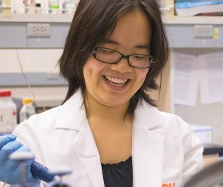Trisha Chau working in an Oregon State University laboratory