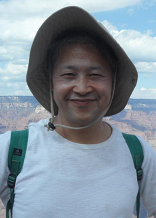 Hoe Woon Kim above Grand Canyon