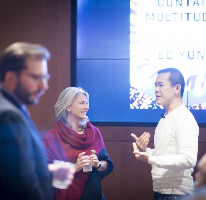 Ed Yong chatting with Rebecca Vega-Thurber