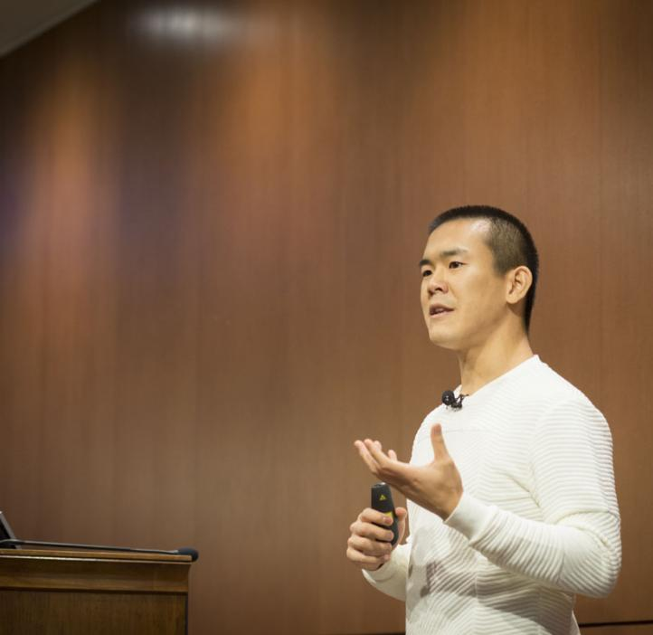 Ed Yong speaking on stage