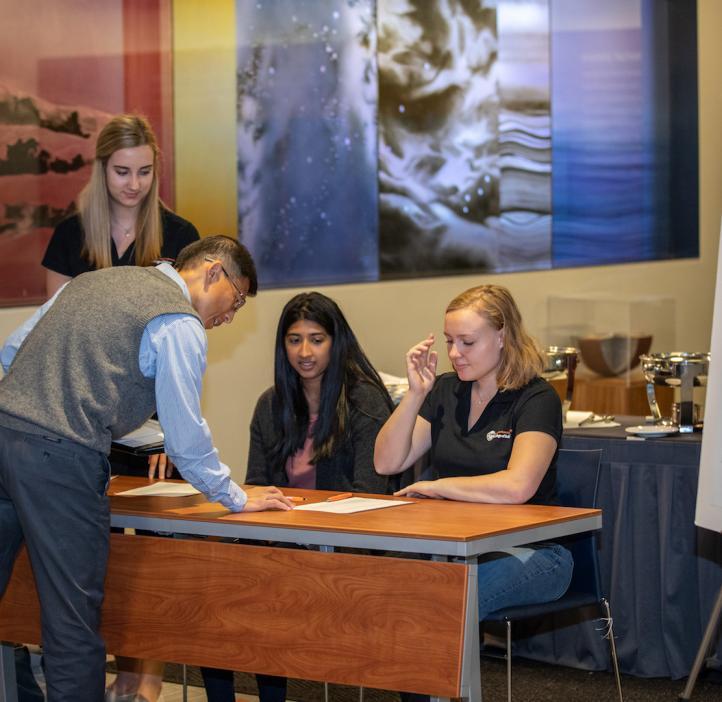 peer advisors signing in faculty in lobby