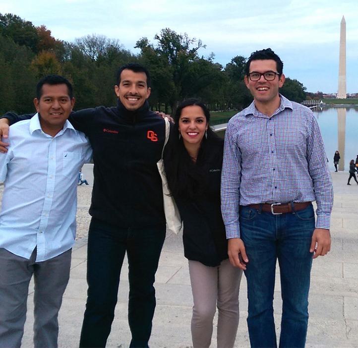 group photo of OSU SACNAS students in Washington DC viewpoint