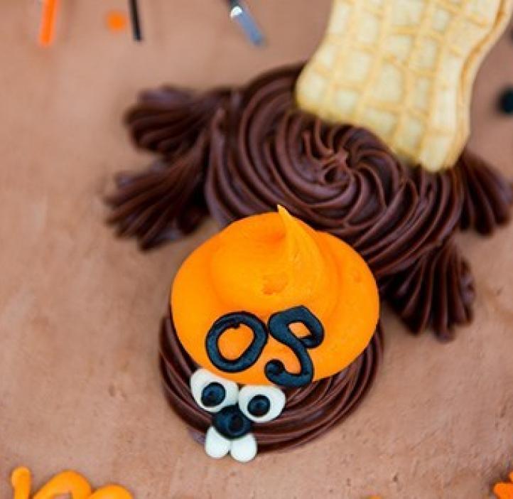 beaver decoration on cake