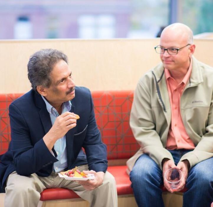 Mas Subramanian and faculty talking at table